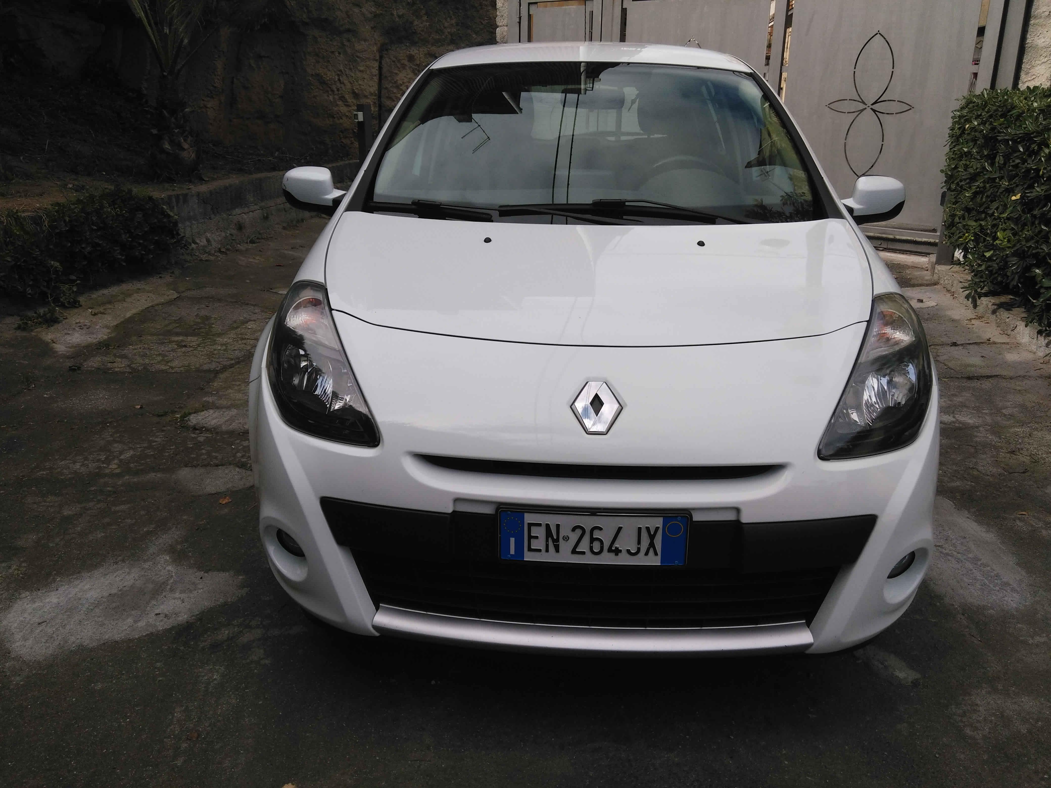 RENAULT CLIO 1.5 dci - €7.500